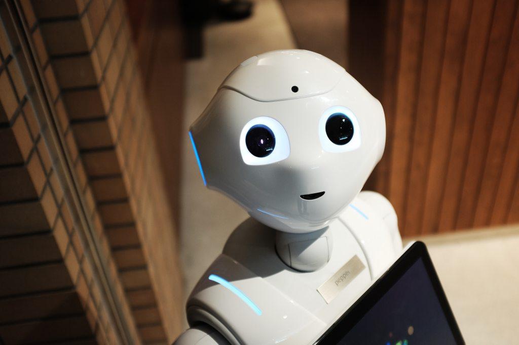 Bildet viser en robot som styres av kunstig intelligens